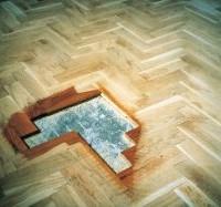 Drewno w domu po powodzi