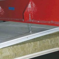 Wpływ mocowania łącznikami przelotowymi na nośność i ugięcia płyt warstwowych z rdzeniem z wełny mineralnej