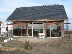 Projekt domu pasywnego autorstwa znanego biura projektowego M & L Lipińscy. Do uszczelnień złączy okiennych zastosowano Soudal Window System Fot. Soudal