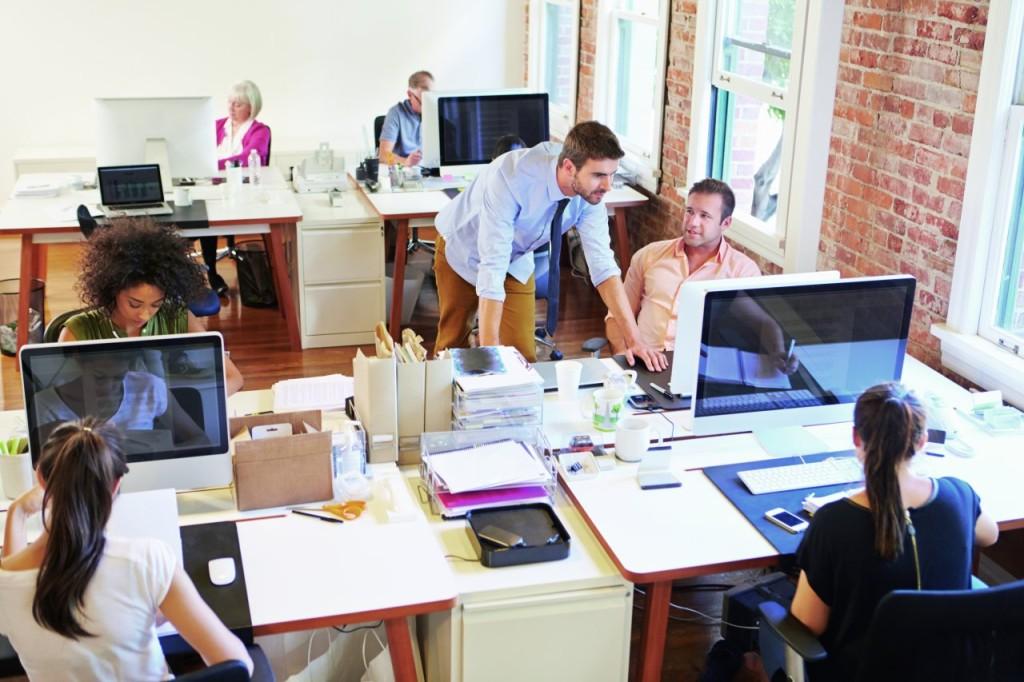 Hałas w budynkach komercyjnych jest czynnikiem, który pogarsza komfort pracy, nauki lub wypoczynku. Fot. ROCKWOOL