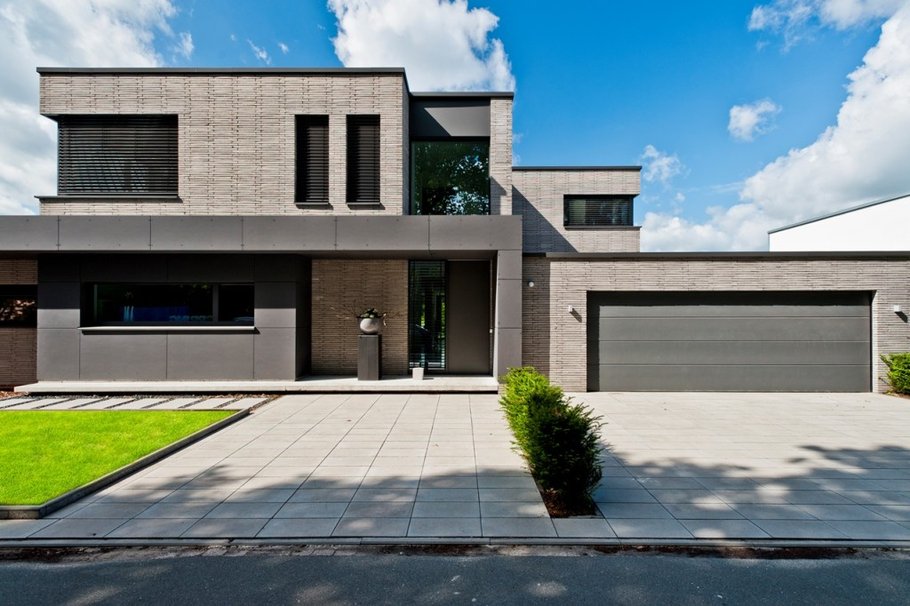 Cegły o wydłużonym formacie to nowe rozwiązanie stworzone z myślą o nowoczesnym budownictwie, w duchu minimalistycznym. Nadają elewacji wyjątkowy, niepowtarzalny charakter. Nordrhein-Westfalen, Niemcy. Fot. Wienerberger