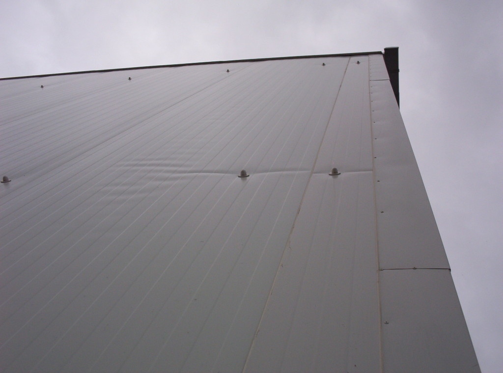 Fot. 2 Płyty zamocowane jednym łącznikiem na szerokości
