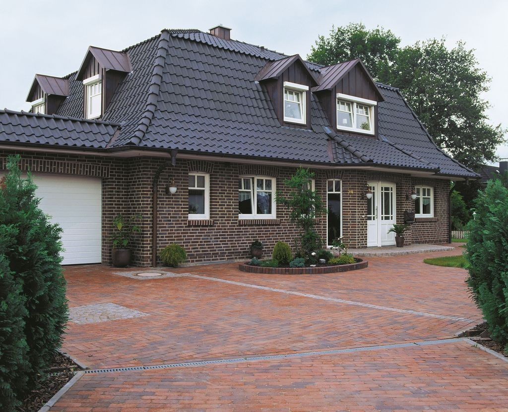 Cegła klinkierowa Rustika to idealny materiał do stworzenia klimatycznej elewacji domu w stylu rystykalnym. Fot. CRH Klinkier