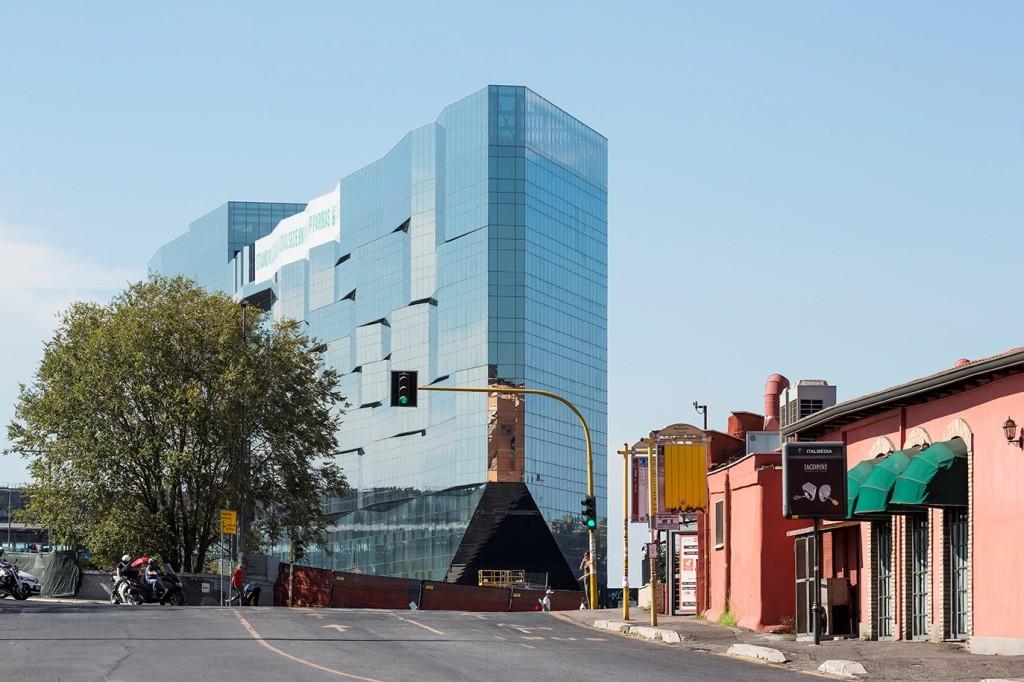 Budynek głównej siedziby BNL-BNP Paribas w Rzymie. Fot. Luc Boegly