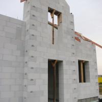 Co dwie warstwy to nie jedna – dwuwarstwowe przegrody zewnętrzne z betonu komórkowego
