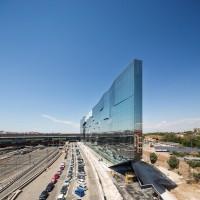 Szkło przeciwsłoneczne w nowoczesnej architekturze. Gra kolorów i refleksów na elewacji BNL-BNP Paribas
